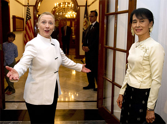 US Secretary of State Hillary Clinton and pro-democracy leader Aung San Suu Kyi attend a dinner at the US Chief of Mission residence in Yangon