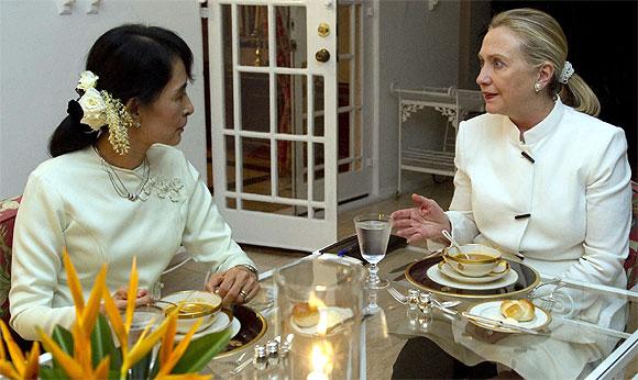 Clinton and Suu Kyi bond over dinner on Thursday