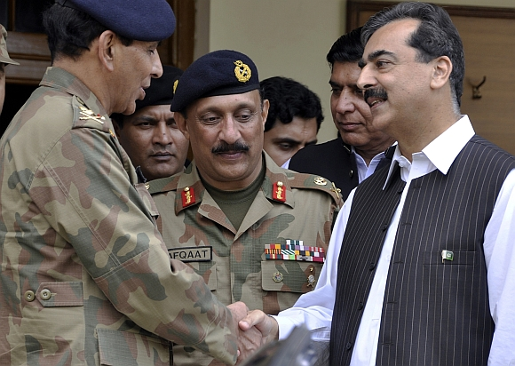 Pakistan's Prime Minister Yusuf Raza Gilani shakes hands with Pakistani Army Chief Ashfaq Parvez Kayani at an army headquarters in Multan