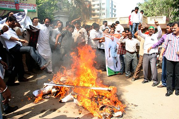 NCP workers burn Anna Hazare's effigy in Thane irked over his 'just one slap' remark against Sharad Pawar