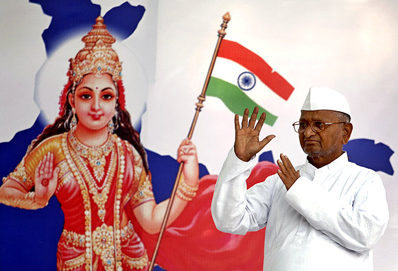 Anna Hazare with a Bharat Mata banner during his protest