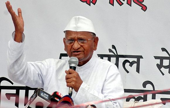 Anna Hazare sits on one-day fast at Jantar Mantar