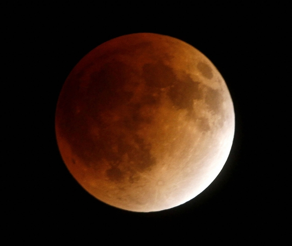ENTHRALLING PICS: This year's last total lunar eclipse