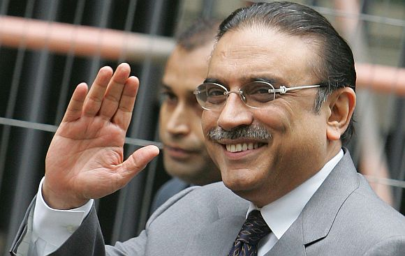 Amid Pak govt-army crisis, Zardari leaves for Dubai