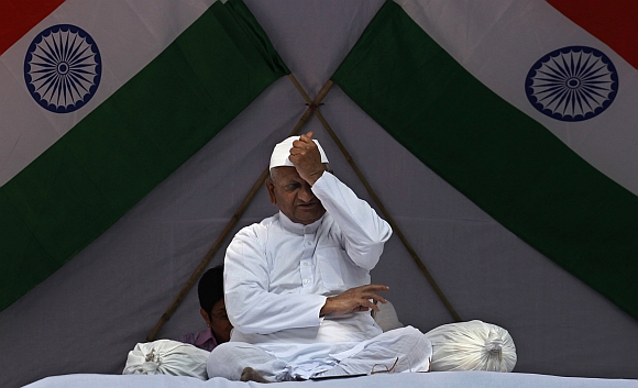 Anna Hazare gestures during his one-day fast at Jantar Mantar