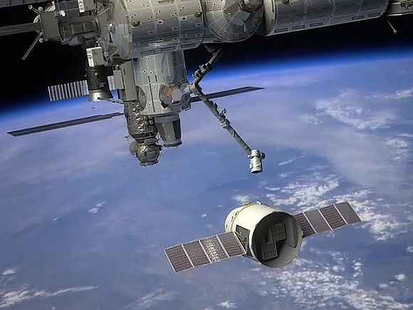 An artist impression of the Dragon approaching International Space Station