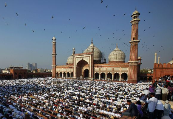 Muslim devotees pray at Delhi's Jama Masjid during Eid-ul-Fitr