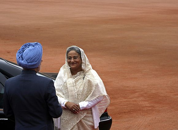 PM Singh greets Bangladesh PM Sheikh Hasina during the latter's visit to India