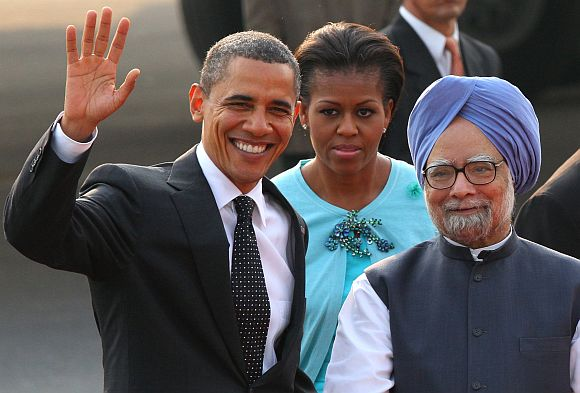 PM Singh greets US President Obama in New Delhi