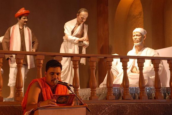 Devotees witnessed the spiritual journey of Sai Baba through mannequin acts at the festival