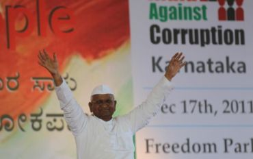 Anna Hazare addresses a rally at Freedom Park in Bangalore