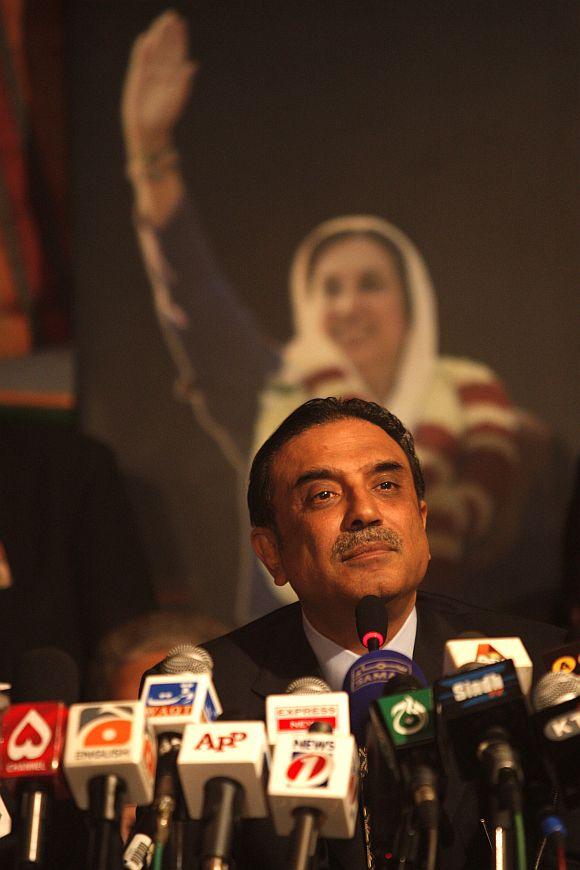 Zardari snubs Kayani's call, ready to fight till the last bullet