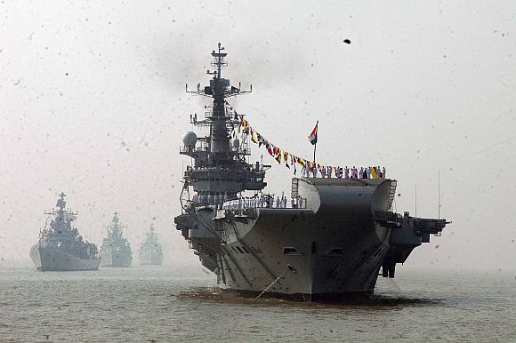 After T-90 tank, President Patil now sails on warship