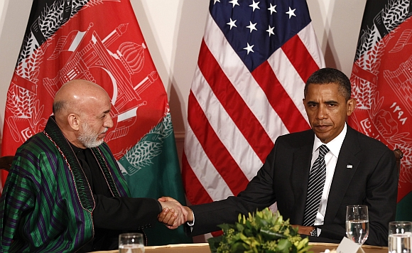 US President Barack Obama shakes hands with Afghanistan President Hamid Karzai in New York