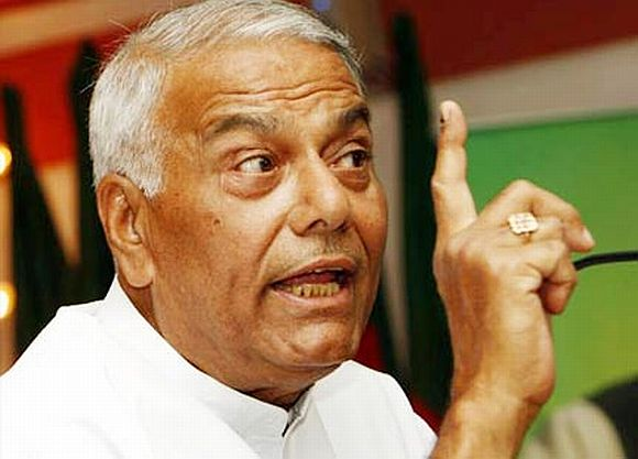 BJP leader Yashwant Sinha slammed the government's 'hurry' to pass the Lokpal Bill