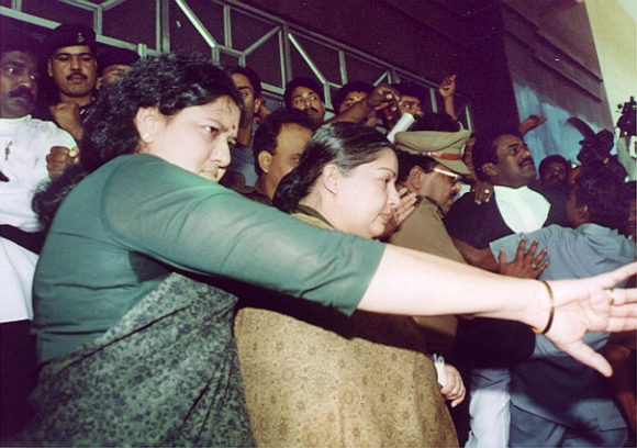 Jayalalitha leaves a court in the Chennai on February 2, 2000 with Sasikala