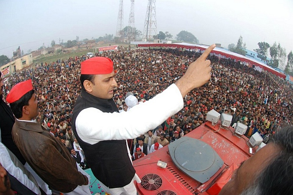 Akhilesh Yadav addresses a rally at Shahjanur, Uttar Pradesh