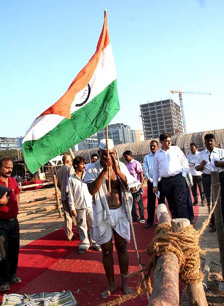 Mumbai's MMRDA ground gets ready for Anna Hazare's protest fast