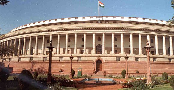 Stormy start to Lokpal Bill debate in Lok Sabha