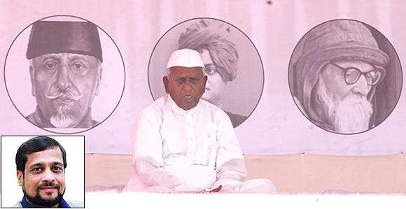 Anna Hazare on fast in Mumbai. (inset) Nikhil Wagle