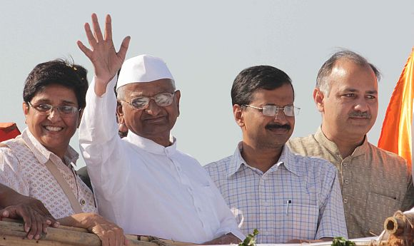 Anna Hazare with Kiran Bedi, Arivind Kejriwal and Manoj Sisodia