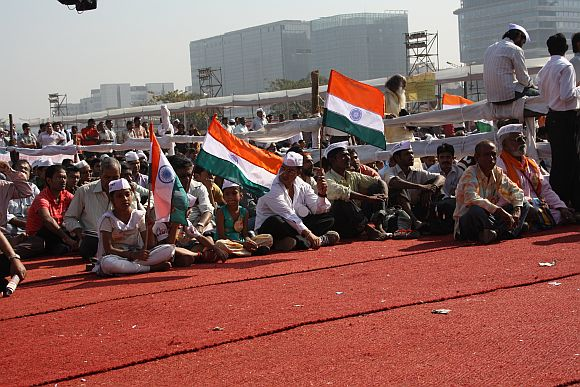 On Day 2, Anna Hazare's fast hardly has any crowd