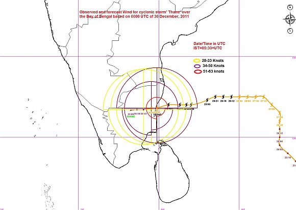 Cyclone Thane lashes TN, Puducherry