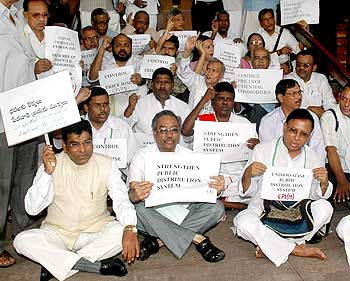 MPs protest outside Parliament against price rise