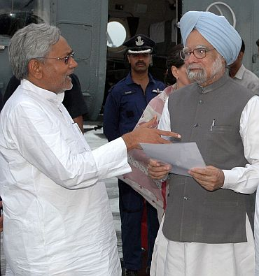 Prime Minister Manmohan Singh with Bihar Chief Minister Nitish Kumar