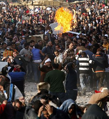 Pro-and anti-Mubarak supporters clash at Tahrir Square in Cairo