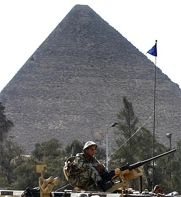 Tours to the pyramids and the Sphinx were restarted on Sunday after a 20-day shutdown