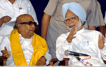 PM Singh with DMK chief M Karunanidhi