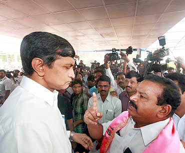 TRS legislators confront Lok Janshakti party's Jaiprakash Narayan