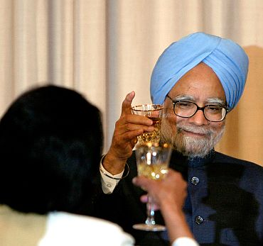Prime Minister Manmohan Singh raises a toast with Condoleezza Rice, then US Secretary of State