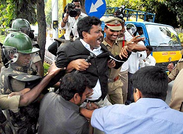 Police arrests protesting students in Hyderabad on Monday