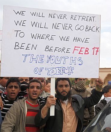 Protesters shout anti-government slogans in Tobruk