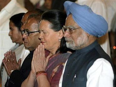 The prime minister with Congress President Sonia Gandhi and other ministers