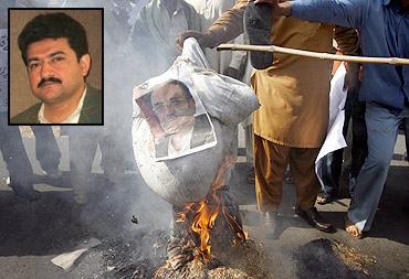 Protesters burn an image of Pakistan President Asif Ali Zardari in Lahore. Inset: Pakistani journalist Hamid Mir