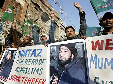 Supporters of the Sunni Tehreek party hold a rally to show support to Malik Mumtaz Hussain Qadri