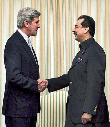 US Senator John Kerry with Pakistan's Prime Minister Yusuf Raza Gilani