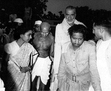 Mahatma Gandhi, with Khan Abdul Gaffar Khan and his personal physician Sushila Nayar, at the meeting