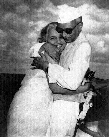 Jawaharlal Nehru with his sister Vijayalaxmi Pandit at Palam airport in New Delhi