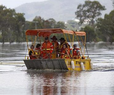 Emergency services personnel evacuate people from Rockhampton to Capricorn Highway 6km south of Rockhampton