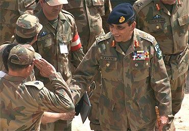 Pakistani Army Chief Ashfaq Parvez Kayani shakes hands with army officers as he arrives to attend a military exercise at Bahawalpur, in Pakistan's Punjab province