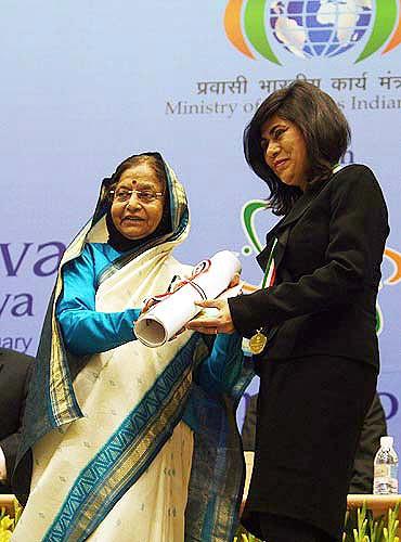 Prof Veena Harbhagwan Sahajwalla getting her award