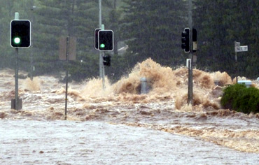 Flash flood sweeps across an intersection in Toowoomba