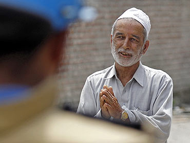 A Kashmiri man talks to a policeman