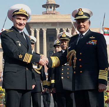 Chief of Naval Staff Admiral Nirmal Verma receiving his Russian counterpart Admiral Vladimir Sergeevich Vysotskiy in New Delhi