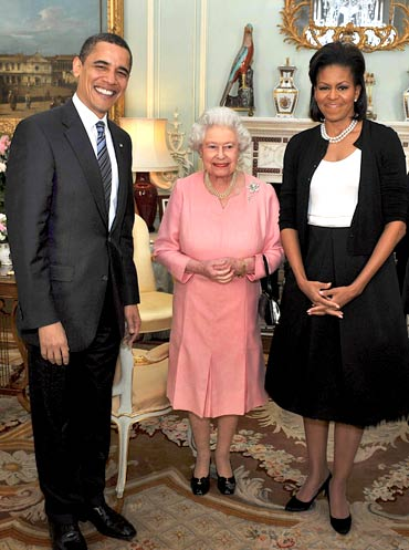 Obama and his wife Michelle pose for a photograph with Britain's Queen Elizabeth at Buckingham Palace