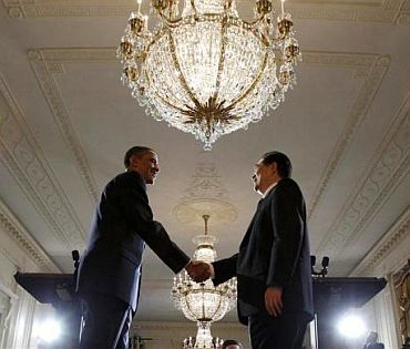President Obama shakes hands with his Chinese counterpart Hu Jintao after the joint news conference